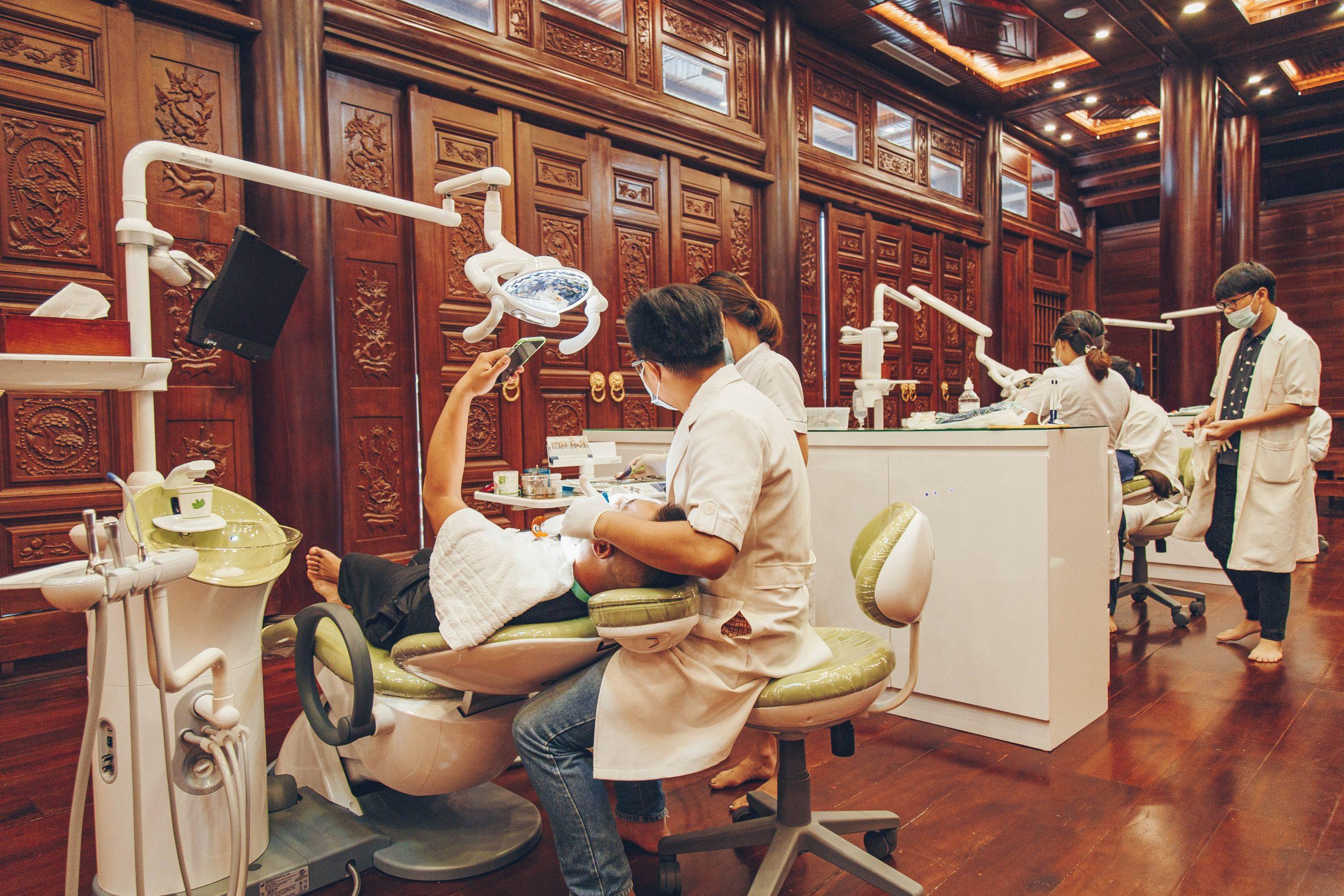 Tại sao nên tẩy trắng răng tại Nha khoa Quốc tế?
