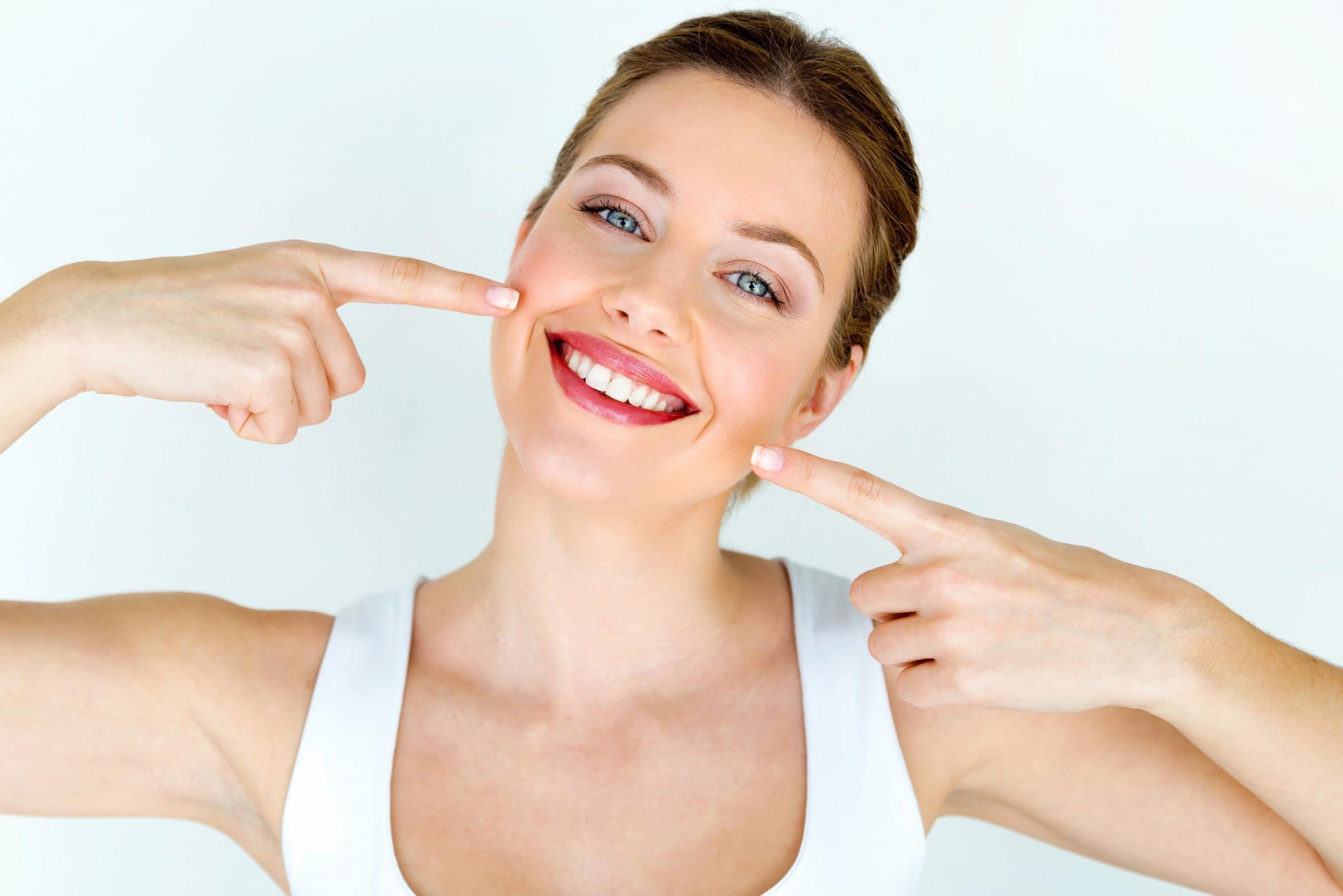 Tẩy trắng răng có ảnh hưởng đến sức khỏe răng miệng không?